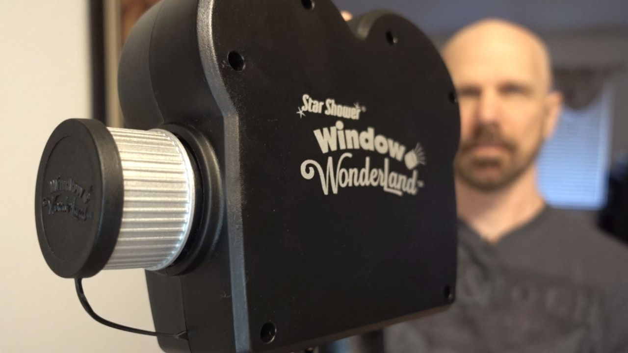 Window wonderland review holiday video projector for Window wonderland